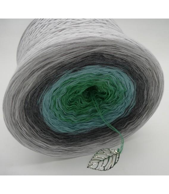 Silber küsst Jade (Silver kisses jade) - 4 ply gradient yarn - image 4