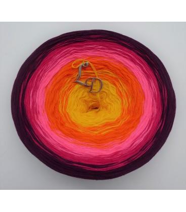 Liebe ist ... Sonne im Herz (Love is ... sun in the heart) - 4 ply gradient yarn - image 2