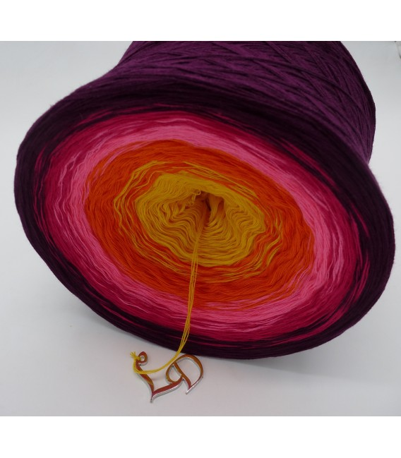 Liebe ist ... Sonne im Herz (Love is ... sun in the heart) - 4 ply gradient yarn - image 3