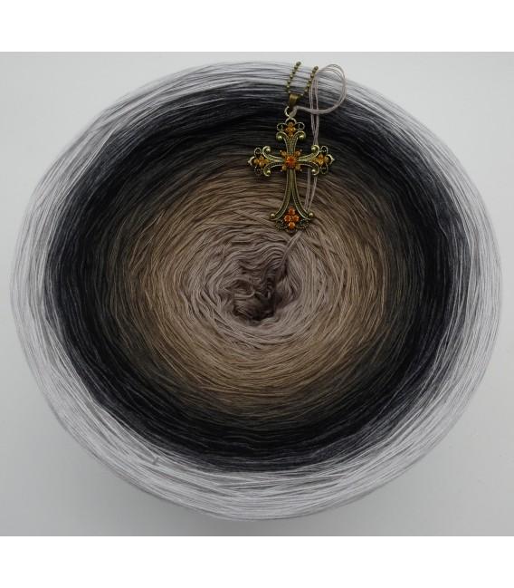 Dunkle Zeit (Dark time) Gigantic Bobbel - 4 ply gradient yarn - image 3