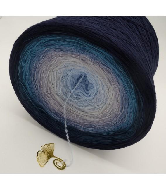 Blaue Galaxie (Blue galaxy) Gigantic Bobbel - 4 ply gradient yarn - image 7