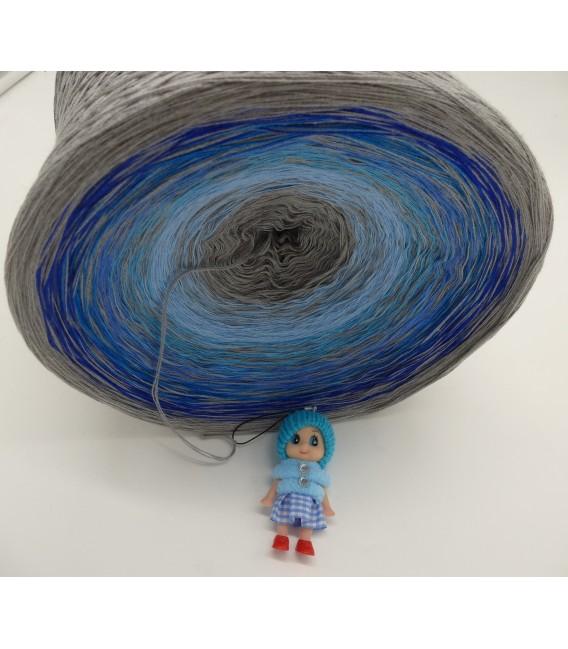 Blue Johnny Blue Gigantic Bobbel - 4 ply gradient yarn - image 5