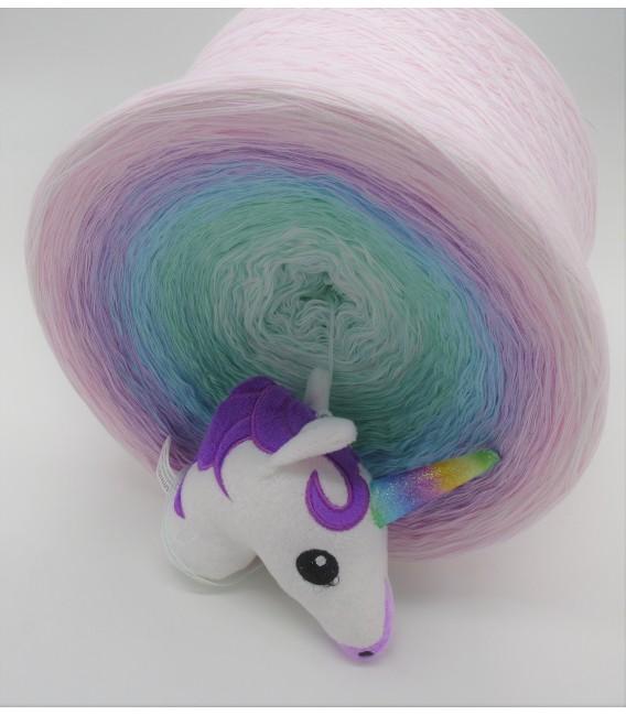 Träumendes Einhorn (Dreaming unicorn) Gigantic Bobbel - 4 ply gradient yarn - image 4
