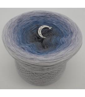 gradient yarn 4ply Mondscheinnacht - light gray outside