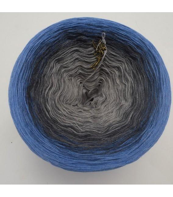 Mondlicht im Regen (Moonlight in the rain) - 4 ply gradient yarn - image 3