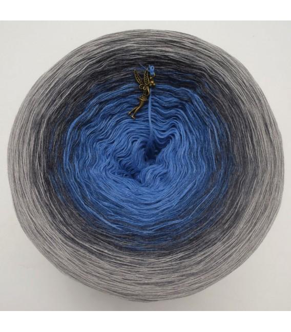 Mondlicht im Regen (Moonlight in the rain) - 4 ply gradient yarn - image 7