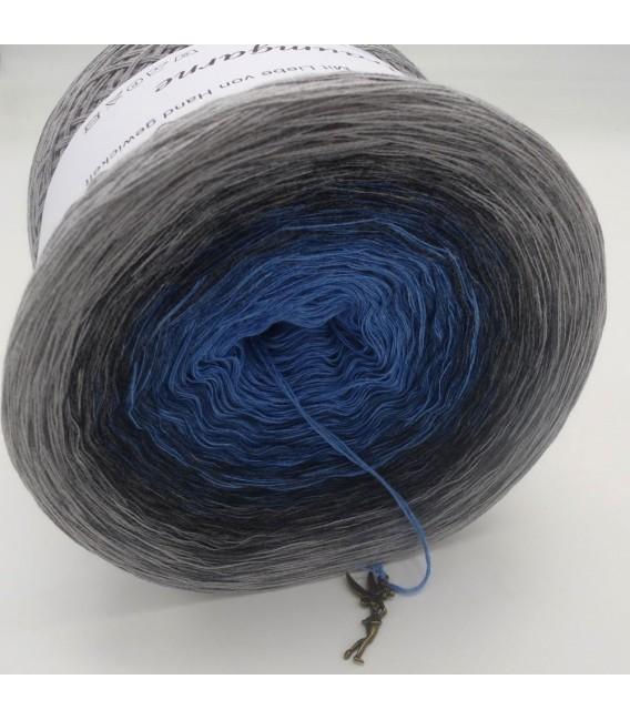Mondlicht im Regen (Moonlight in the rain) - 4 ply gradient yarn - image 9