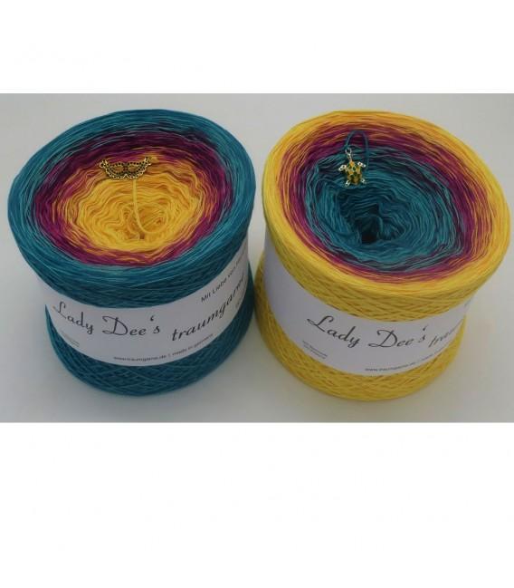 Atoll - 4 ply gradient yarn - image 1