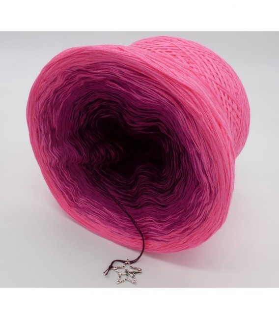 gradient yarn 4ply Madonna - Chianti outside