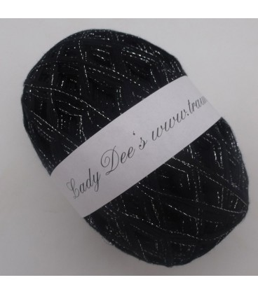 Lace Yarn - 017 black with glitter - Photo