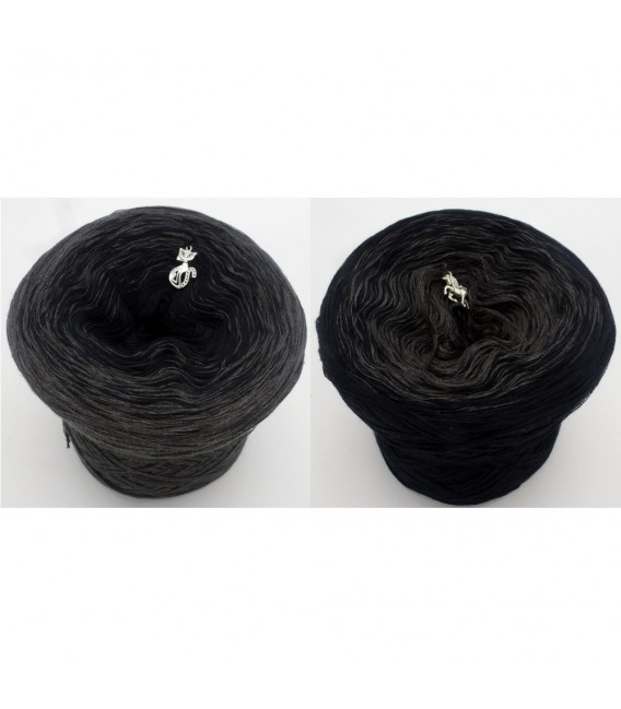 Black Beauty - 5 ply gradient yarn image 1