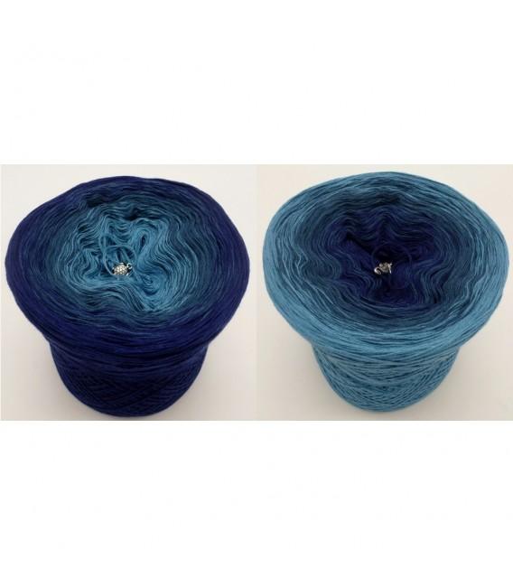 Ozean der Träume - 3 ply gradient yarn image 1