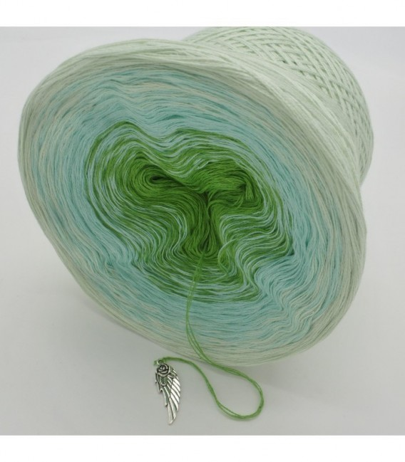 Zarte Frühlingsknospen - 3 ply gradient yarn image 9