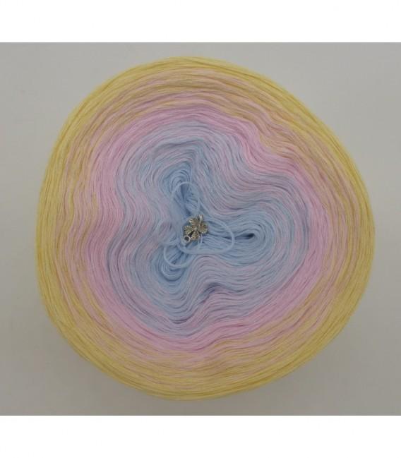 Zeit für Zärtlichkeit - 3 ply gradient yarn image 7