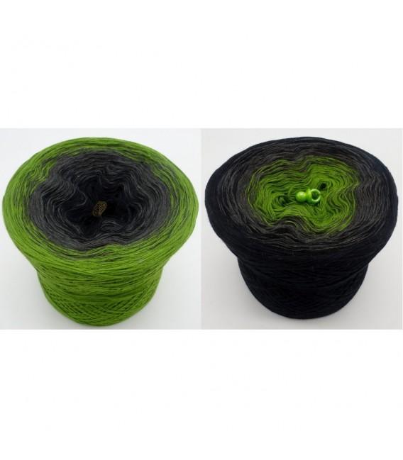Geheimnisvolle Gedanken - 3 ply gradient yarn image 1