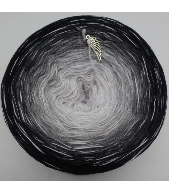 Black and White - 4 ply gradient yarn - image 3