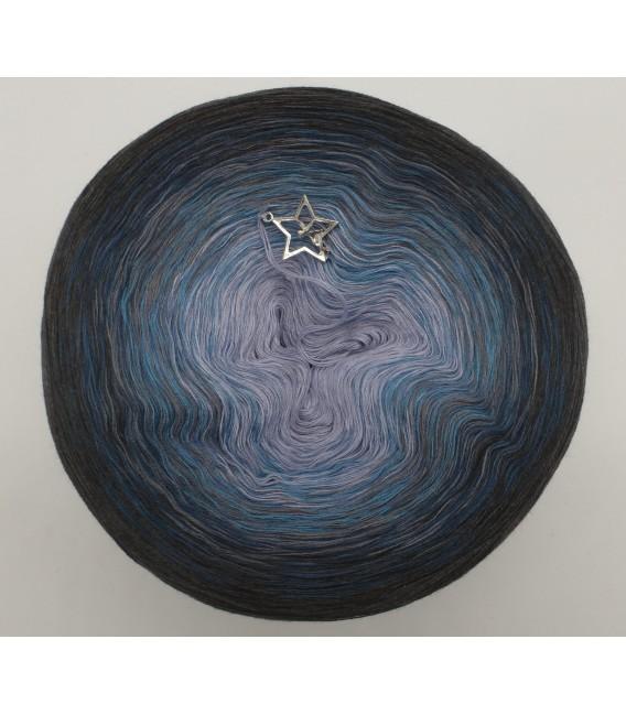 gradient yarn 4ply Flug zu den Sternen - anthracite outside 2