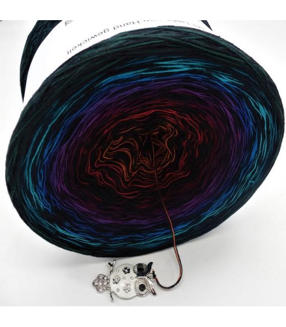 Sonderbobbel Nr. 7 (Special Bobbel No. 7) - 4 ply gradient yarn - image 3