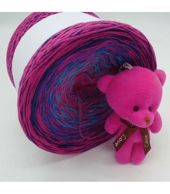 Sonderbobbel Nr. 9 (Special Bobbel No. 9) - 4 ply gradient yarn - image 4