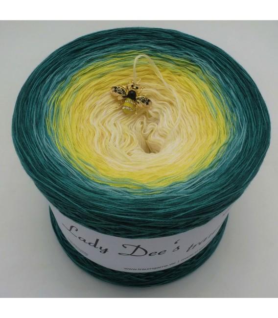 Blütenkelch (calyx) - 4 ply gradient yarn - image 1