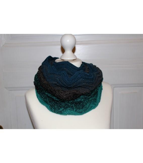 "Crochet Pattern Moebius scarf loop ""Auf Zack"" by Maike Ohlig - image 1"