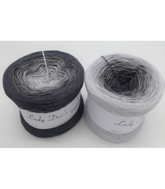 Graues Mäuschen (Gray mouse) - 4 ply gradient yarn - image 1