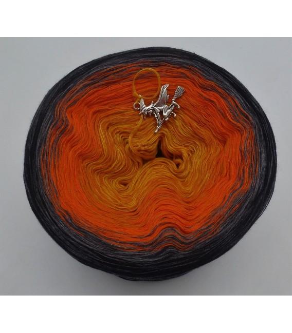 Halloween 2019 - 4 ply gradient yarn - image 5